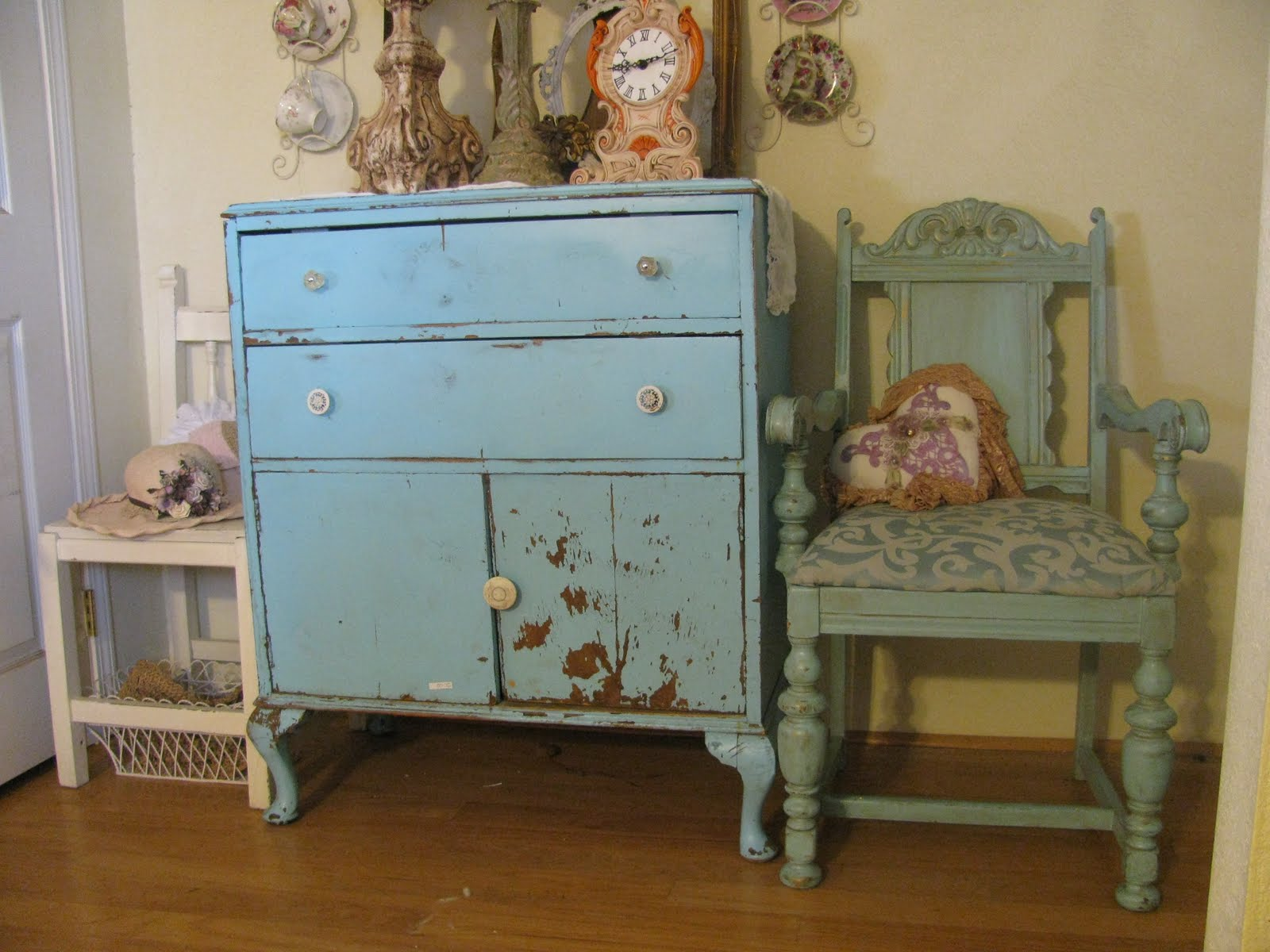 shabby chic blue and green panda 39 s house. Black Bedroom Furniture Sets. Home Design Ideas