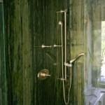 green-bathroom-tropical