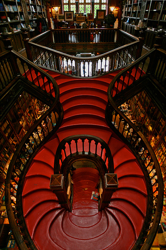 Livraria Lello red staircase