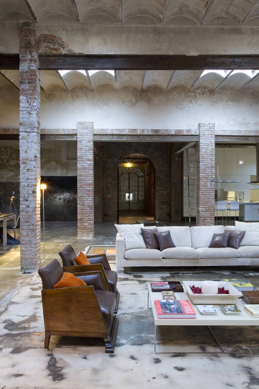 Loft barcelona warehouse conversion 5 living room panda 39 s house - Location loft barcelone ...