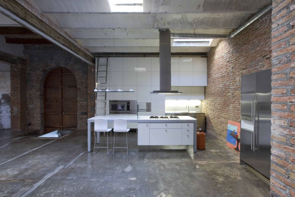 Loft barcelona warehouse conversion 6 kitchen panda 39 s house - Casa tipo loft ...