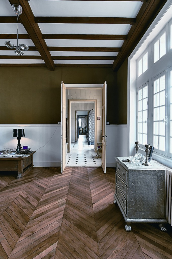 Multi-toned herringbone wooden floors