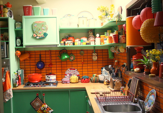 Red and green retro kitchen panda 39 s house - Green and orange kitchen ideas ...
