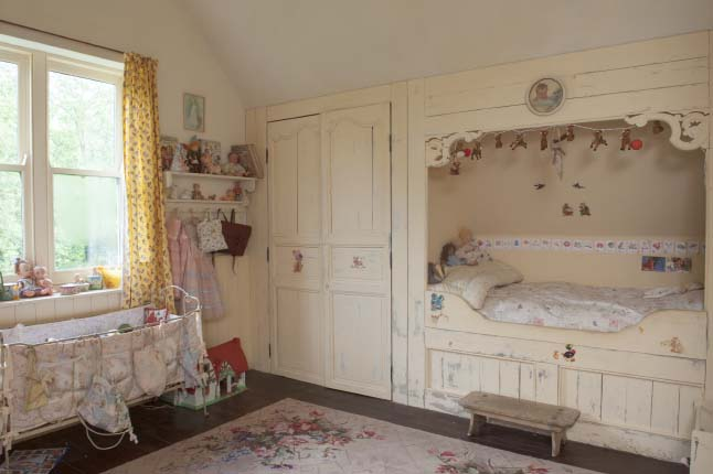 colonial home vinatge pastel home 17 shabby chic girls bedroom