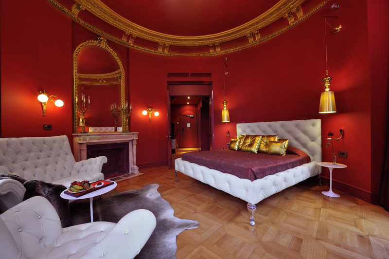 bedrooms in the Derby Hotel in Paris