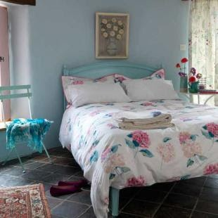 aqua and pink bedroom