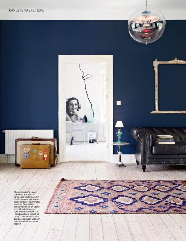 dark blue alls living room