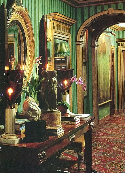 Top 5 interiors in green and gold panda 39 s house for Oscar de la renta wallpaper