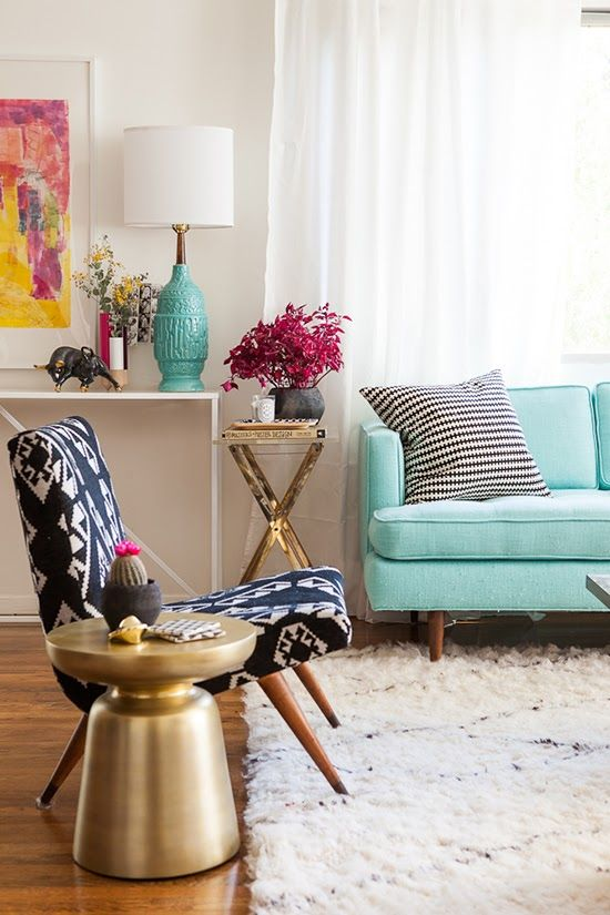 Living room decorating ideas a teal chair panda 39 s house for Teal decorations for the home