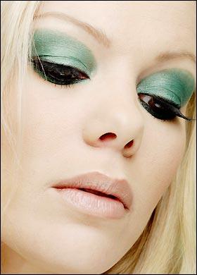 green-eyeshadow-bloack